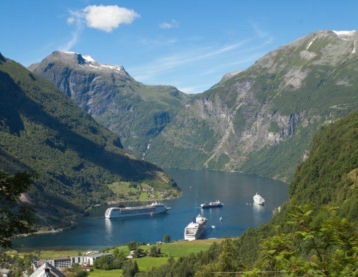 Navi da crociera sul Fiordo Norvegese