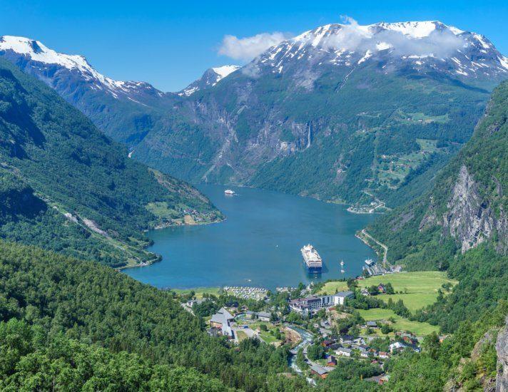 Vogelperspektive auf den Geiranger Fjord